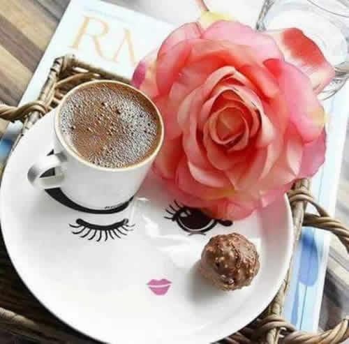 çiçekli kahve resmi